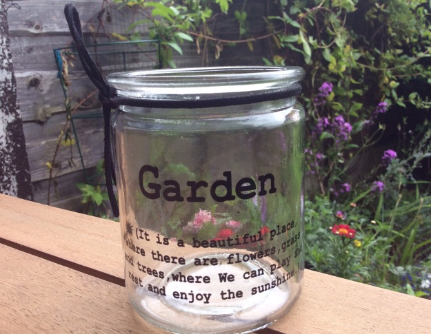 Garden - It is a beautiful place where there are flowers, grass and trees, where We can play and rest and enjoy the sunshine